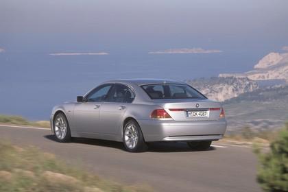 BMW 7er Limousine E65 Aussenansicht Heck schräg statisch grau