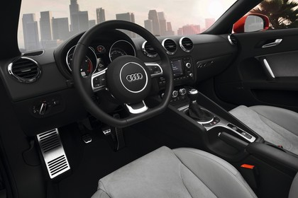 Audi TT 8J Innenansicht Fahrerposition statisch grau schwarz