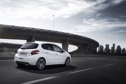 Peugeot 208 A9 Aussenansicht Heck schräg dynamisch weiss
