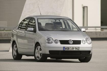 VW Polo 9N Viertürer Aussenansicht Front schräg statisch silber