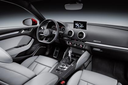 Audi A3 Sportback 8VA Innenansicht Beifahrerposition sline statisch Automatik Leder grau