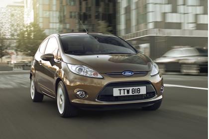 Ford Fiesta JA8 Dreitürer Aussenansicht Front schräg dynamisch braun