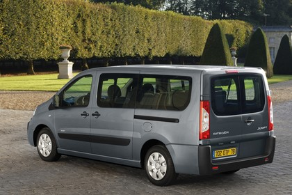 Citroën Jumpy II Aussenansicht Seite schräg statisch grau