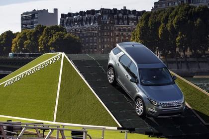 Land Rover Discovery Sport L550 Aussenansicht schräg statisch grau