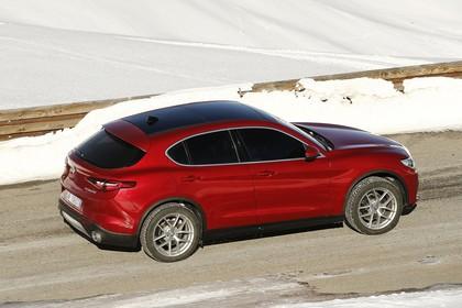 Alfa Romeo Stelvio 949 Aussenansicht Seite schräg erhöht statisch rot
