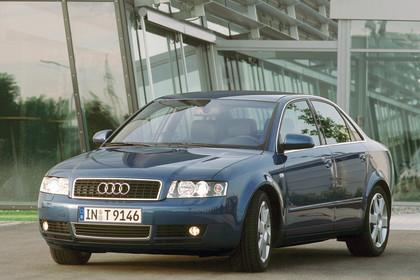 Audi A4 Limousine B6 Aussenansicht Front schräg statisch blau