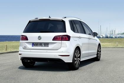 VW Golf Sportsvan R-Line Aussenansicht Heck schräg statisch weiss