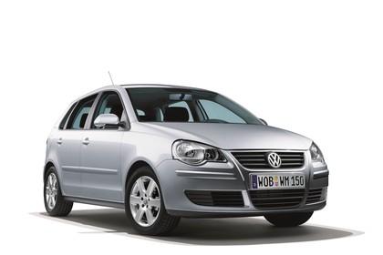 VW Polo 9N Fünftürer Facelift Aussenansicht Front schräg statisch Studio grau