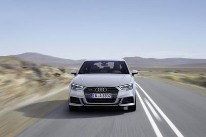 Audi A3 8V Dreitürer Facelift Aussenansicht Front dynamisch silber