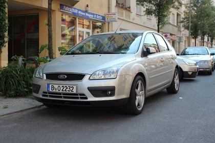 Ford Focus MK2 Aussenansicht Front schräg statisch silber