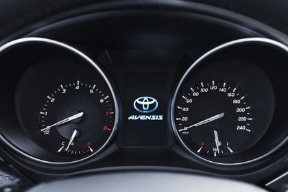 Toyota Avensis Limousine T27 Innenansicht statisch Detail Armaturenbrett