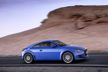 Audi TT 8S Aussenansicht Seite dynamisch blau