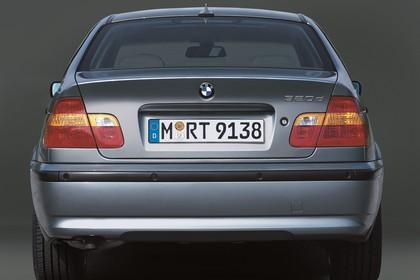 BMW 3er Limousine E46 LCI Aussenansicht Heck statisch grau