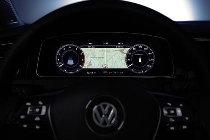 VW Golf 7 Variant Facelift Innenansicht Detail Kombiinstrument statisch schwarz