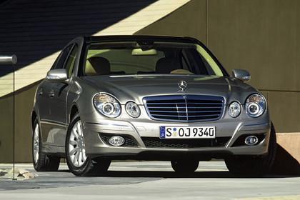 E-Klasse Limousine W211 Aussenansicht Front statisch silber