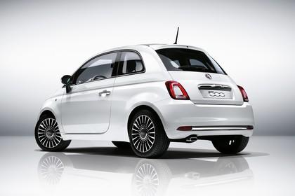 Fiat 500 312 Aussenansicht Heck schräg statisch Studio weiss