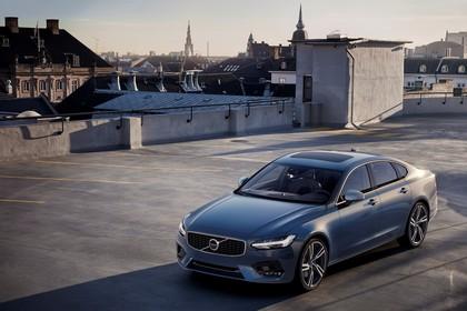 Volvo S90 R-Design Aussenansicht Front schräg erhöht statisch blau