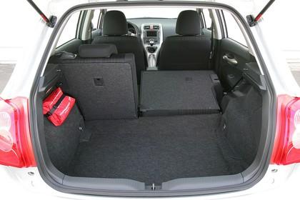Toyota Auris Fünftürer E15 Innenansicht statisch Detail Kofferraum Rücksitze 2/3 umgeklappt