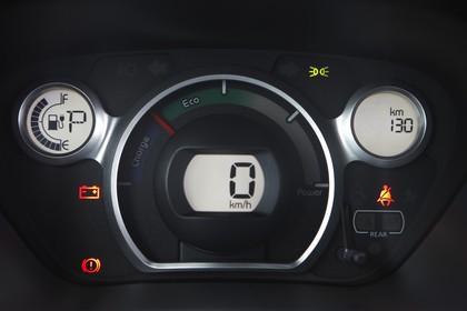 Peugeot iOn Innenansicht statisch Studio Detail Armaturenbrett