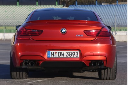 BMW M6 Coupé F13 Aussenansicht Heck statisch rot