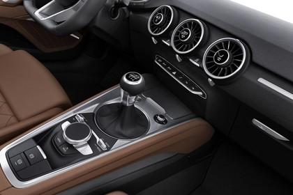 Audi TT 8S Innenansicht Detail Mittelkonsole Studio statisch braun