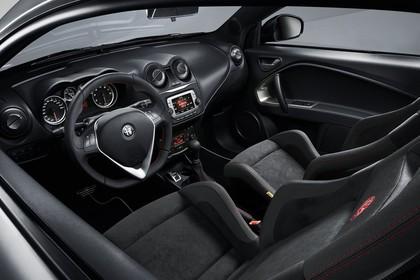 Alfa Romeo Mito 955 Innenansicht statisch Studio Vordersitze und Armaturenbrett fahrerseitig
