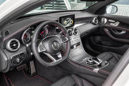 Mercedes AMG C-Klasse W205 Innenansicht Einstieg Fahrerseite statisch schwarz