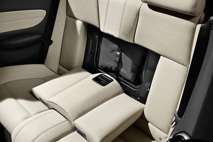 BMW 1er Cabriolet E88 LCI Innenansicht statisch Studio Rücksitze fahrerseitig