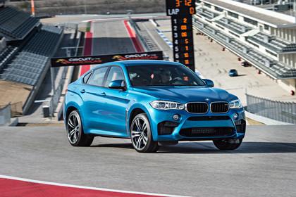 BMW X6 M F16 Aussenansicht Front schräg statisch blau