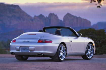 Porsche 911 (996) Cabrio Aussenansicht Heck schräg statisch silber