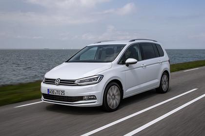 VW Touran 2 Aussenansicht Front schräg dynamisch weiss