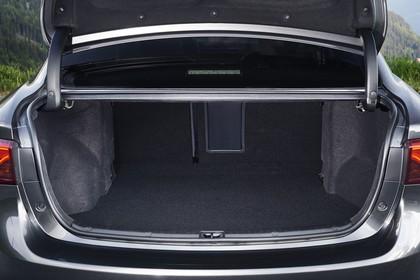 Toyota Avensis Limousine T27 Aussenansicht Heck statisch grau Heckklappe geöffnet