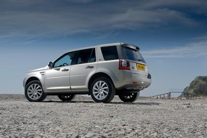Land Rover Freelander 2 LF Facelift Aussenansicht Seite schräg statisch silber