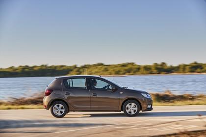 Dacia Sandero Aussenansicht Seite dynamisch braun