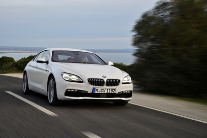 BMW 6er Gran Coupe F06 Aussenansicht Front dynamisch weiss