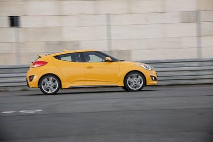 Hyundai Veloster FS Aussenansicht Seite dynamisch gelb