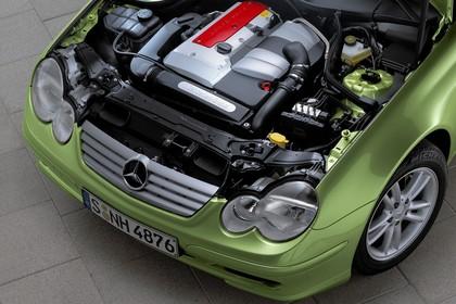 Mercedes C-Klasse Sportcoupe W203 Aussenansicht Detail Motor statisch grün