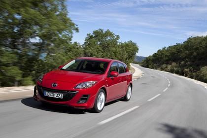 Mazda 3 Fünftürer BL Aussenansicht Front schräg dynamisch rot
