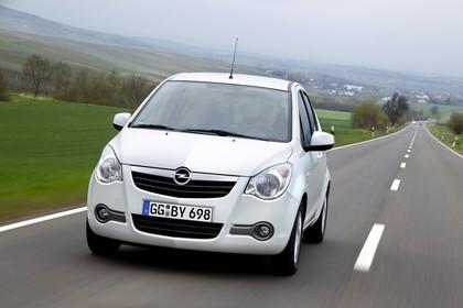 Opel Agila H-B Aussenansicht Front schräg dynamisch weiss