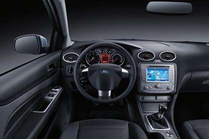 Ford Focus MK2 Studio Innenansicht Fahrerposition statisch schwarz