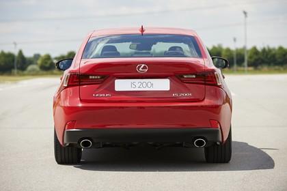 Lexus IS XE3 Aussenansicht Heck statisch rot