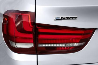 BMW X5 Facelift Aussenansicht Detail Rückleuchte statisch silber