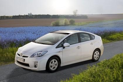 Toyota Prius ZVW30 Aussenansicht Seite schräg statisch weiss