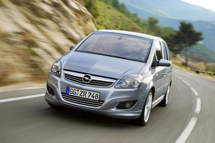 Opel Zafira B Aussenansicht Front dynamisch silber