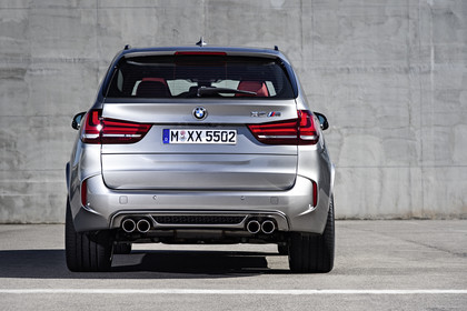 BMW X5 M F85 Aussenansicht Heck statisch silber