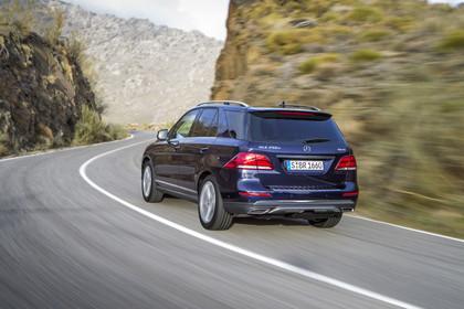 Mercedes-Benz GLE W166 Aussenansicht Heck schräg dynamisch blau