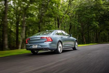 Volvo S90 Aussenansicht Heck schräg dynamisch blau