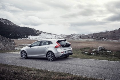 Volvo V40 M/525 Aussenansicht Heck schräg statisch silber