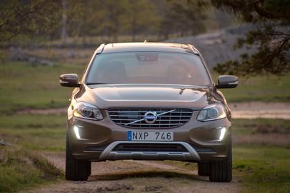 Volvo XC60 (D) Aussenansicht Front statisch terra bronze