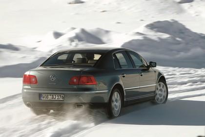 VW Phaeton 3D Aussenansicht Heck schräg dynamisch grau